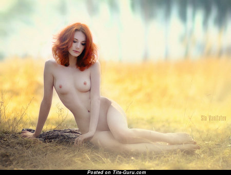Hot Red Hair with Hot Nude Natural Med Tittes (Porn Foto)