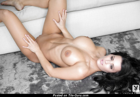 Image. Jessie Shannon - sexy naked brunette with medium tittes and big nipples picture