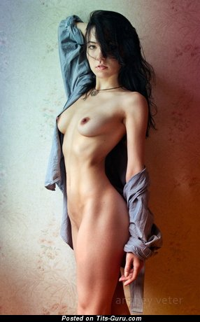 Image. Гелла Гейя - brunette with medium natural breast picture