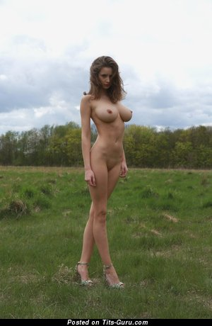 Wonderful Topless Brunette Babe with Wonderful Open Natural Average Breasts (Amateur Sexual Pix)