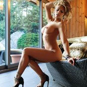 Niki Belucci - wonderful female with medium natural boobies photo