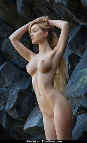 Acacia - nude blonde with medium boob pic