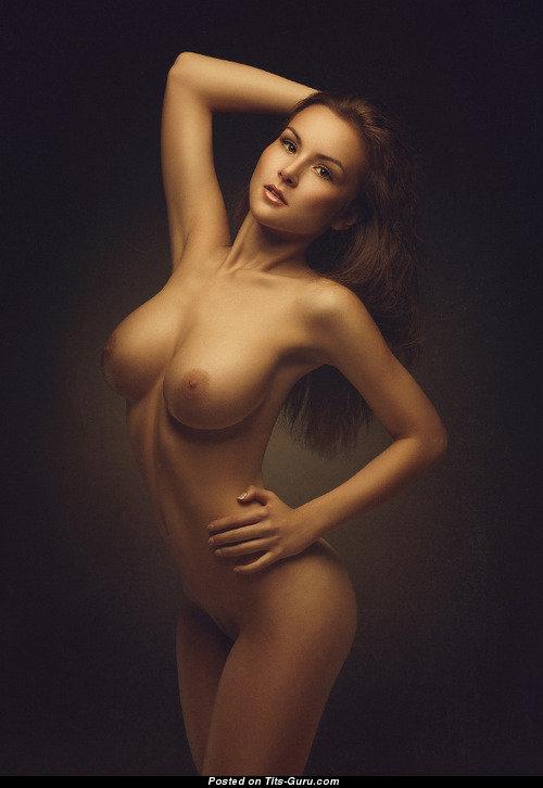 Каштановая молодая шлюшка получила много спермы в киску