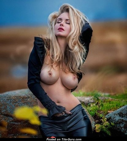 Sexy nude blonde with medium natural tits & big nipples image