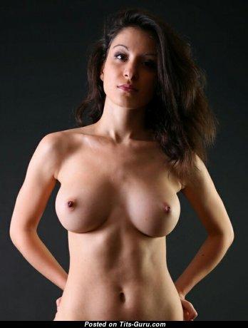 Jasmine - Delightful Brunette Babe & Girlfriend with Delightful Bald Normal Tit (18+ Foto)
