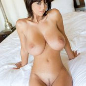 Amateur hot lady with natural tittys photo