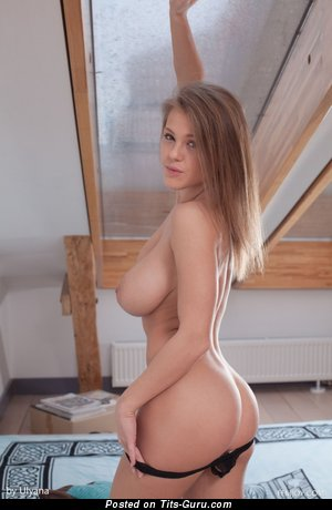 Image. Naked amazing lady with big natural tits picture