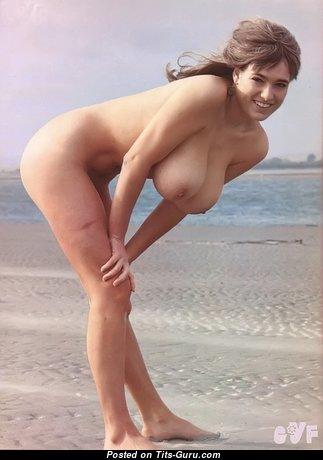 Hot Babe with Hot Defenseless Real Boobie (Xxx Photo)