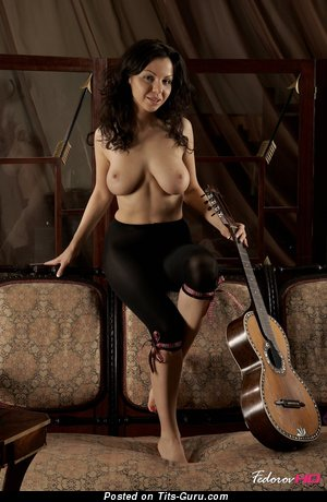 Christina Schmidt - фото обалденной раздетой девахи с большими натуральными сисечками