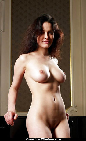 Grand Babe with Grand Exposed Real Soft Busts (Sexual Photo)