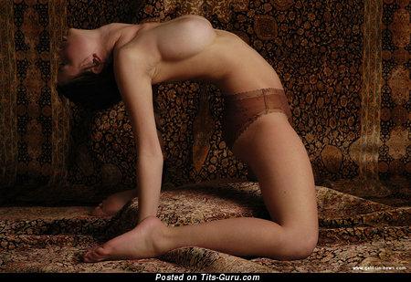 Изображение. Katia Galitsin - фотография шикарной обнажённой тёлки с среднего размера натуральными сисечками