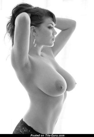 Изображение. Картинка сексуальной голой тёлки с большими дойками
