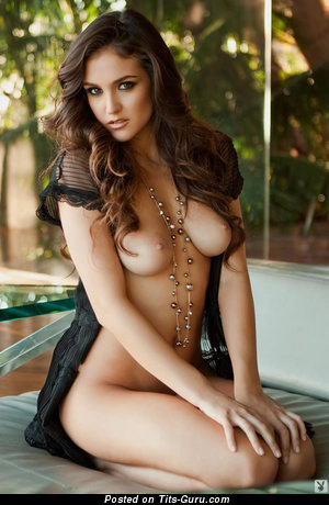 Jaclyn Swedberg - sexy topless wonderful female with medium natural boobs and big nipples pic