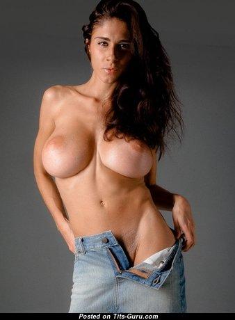 Beautiful Babe with Beautiful Defenseless Medium Titty (Xxx Photoshoot)