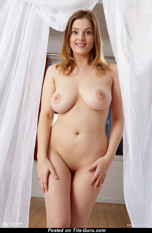 Delina G - The Nicest Unclothed Chick is Undressing (Hd Porn Picture)