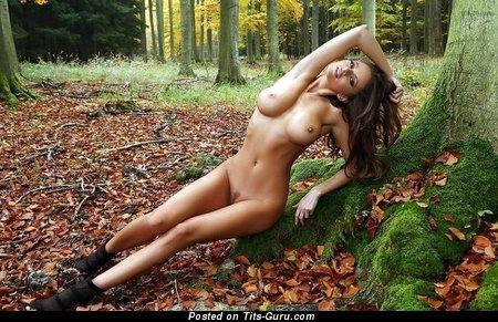 Dazzling Floozy with Dazzling Naked C Size Titties (Sex Foto)