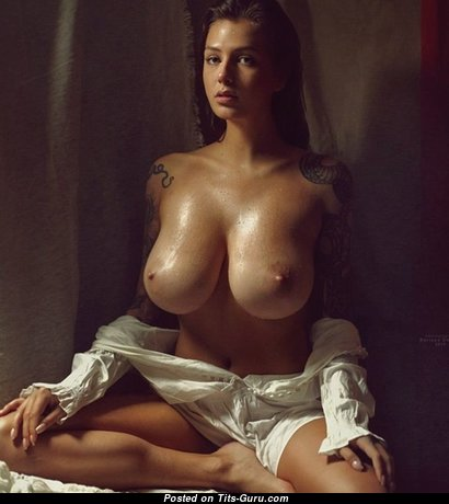 Magnificent Babe with Magnificent Nude Natural G Size Boobies (Xxx Pix)