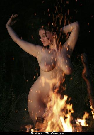 женщины танцуют голые фото