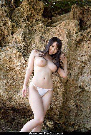 Пленительная нагая азиатская модель (порно фотка)
