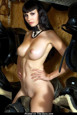 Fascinating Doxy with Fascinating Naked Natural Medium Sized Melons (Sexual Photo)