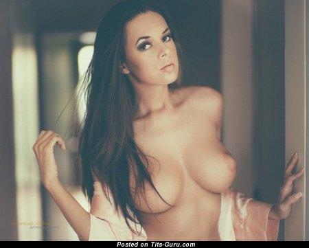 Изображение. Фотка красивой раздетой девушки