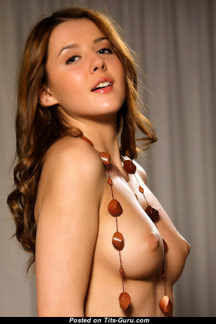 Perfect Topless Brunette Babe with Perfect Defenseless Narrow Knockers (Hd 18+ Foto)