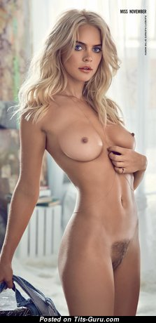 Rachel Harris: naked blonde with medium natural tittes & tattoo picture