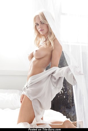 Beautiful Babe with Beautiful Naked Real C Size Tits (Hd Sex Foto)