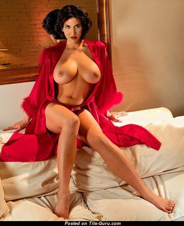 Superb Babe with Superb Exposed Real Medium Sized Boobies (Xxx Pic)