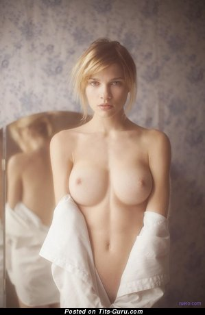 Image. Naked beautiful girl pic