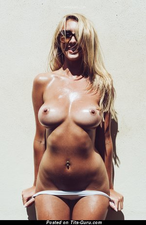 Image. Nude hot woman with big boob picture