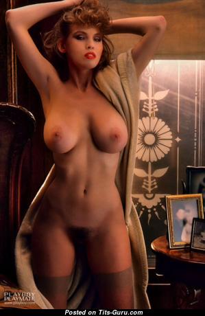 Donna Edmondson: топлесс рыжая Playboy (США) с классными обнажёнными натуральными среднего размера сисяндрами (старая эро картинка)