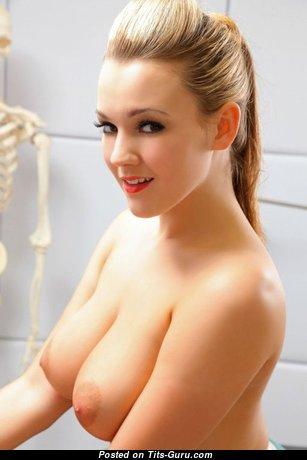 Wonderful Babe with Wonderful Bare Natural Medium Sized Tittes (18+ Wallpaper)