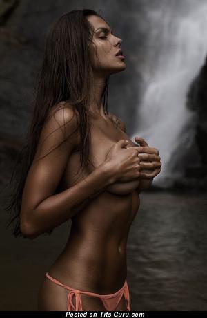 Viki Odintcova - sexy nude nice female with medium breast pic