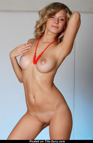 Image. Oliwia A - amateur nude blonde with medium natural boobs picture