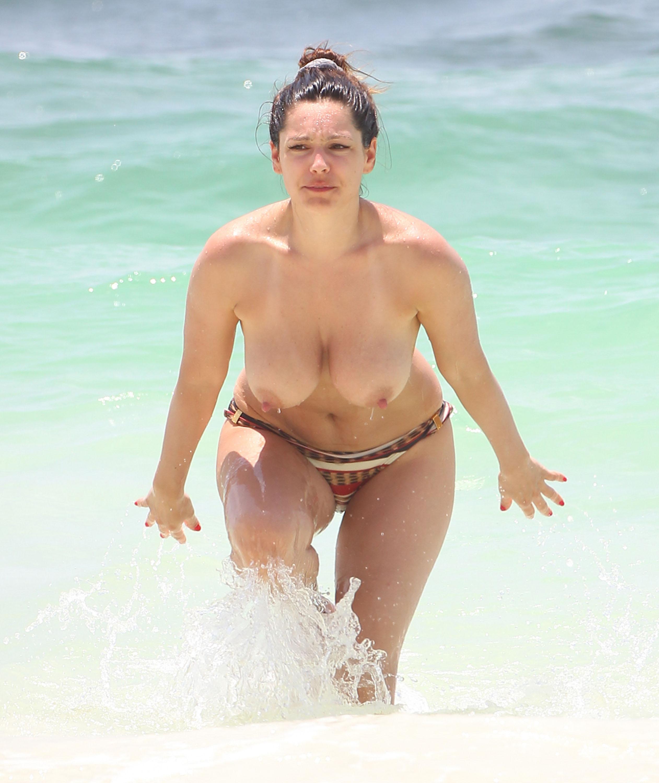 Фото застукали на пляжу 25 фотография