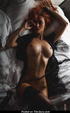 Изображение. Фото умопомрачительной раздетой модели с большими сиськами