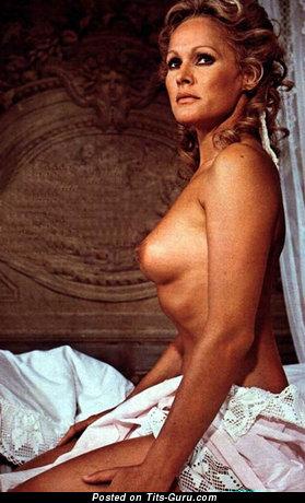 Изображение. Ursula Andress - картинка восхитительной обнажённой модели с среднего размера натуральной грудью ретро
