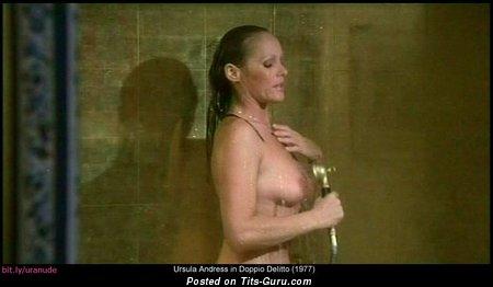 Изображение. Ursula Andress - картинка невероятной раздетой девушки с средней натуральной грудью ретро