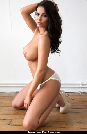 Splendid Babe with Splendid Bare Real Mid Size Boobys (Sexual Photoshoot)
