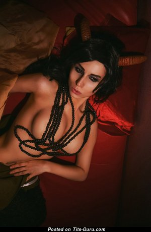 Sexy nude brunette photo