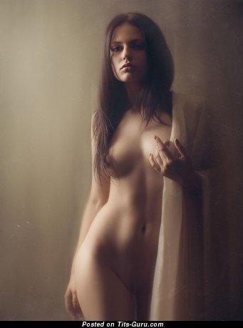Изображение. Картинка красивой обнажённой женщины с натуральной грудью