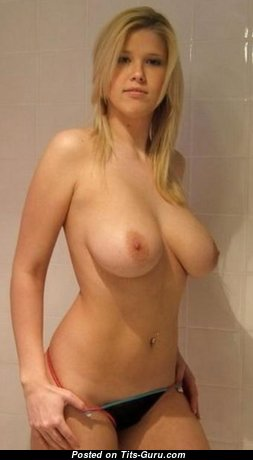 Alluring Naked Babe (Hd Xxx Image)