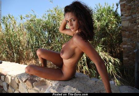 Изображение. Ela Savanas - картинка шикарной голой девушки