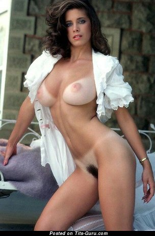 Hot Topless Playboy Brunette with Hot Bare Average Boobie (Xxx Foto)