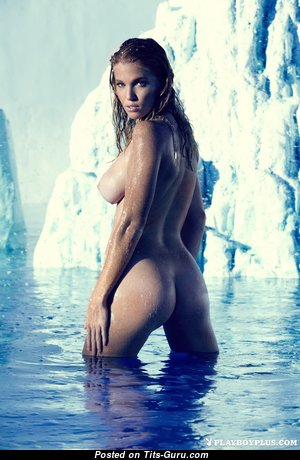 Magnificent Glamour Unclothed Babe with Red Nipples (Hd 18+ Picture)