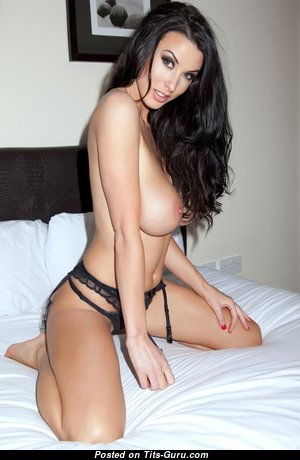 Splendid Babe with Splendid Exposed Soft Chest (Xxx Picture)