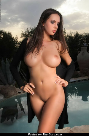 Graceful Babe with Graceful Bare Med Chest (Sexual Foto)