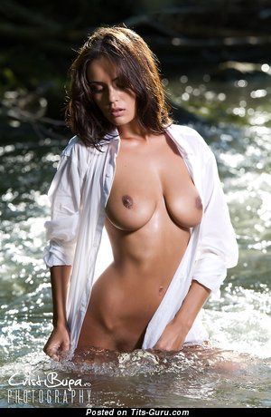 Ela Savanas - naked awesome lady with big natural tittes image