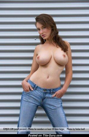 Изображение. Картинка восхитительной голой модели с большими дойками